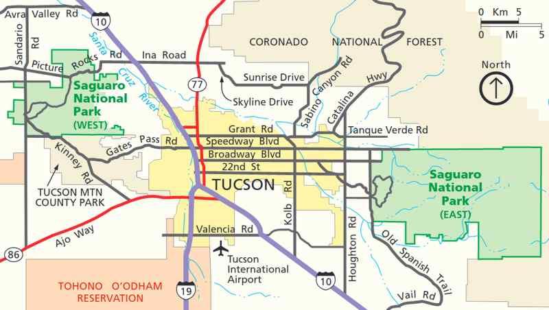 Tucson Mountain District à l'ouest et Rincon Mountain District à l'est