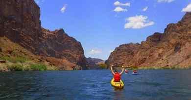 Kayak sur le fleuve Colorado