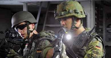 Séance de tirs à la mitraillette avec Humvee militaire