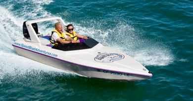 Conduite de speed boat dans la baie de San Diego